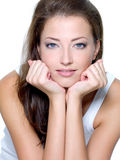 Πρόσωπο μιας προκλητικής όμορφης νέας γυναίκας στοκ φωτογραφία με δικαίωμα ελεύθερης χρήσης