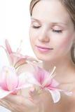 Πρόσωπο μιας όμορφης γυναίκας με τον κρίνο στοκ φωτογραφίες με δικαίωμα ελεύθερης χρήσης