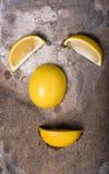 Πρόσωπο που γίνεται από τα λεμόνια Στοκ Φωτογραφίες