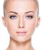 Πρόσωπο της όμορφης νέας γυναίκας Στοκ Εικόνες