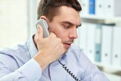 Πρόσωπο του επιχειρηματία που καλεί το τηλέφωνο στην αρχή Στοκ Φωτογραφίες