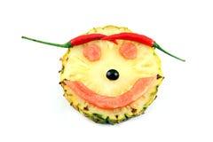 Πρόσωπο χαμόγελου της εικόνας συγκίνησης που γίνεται από τα φρούτα μιγμάτων. Στοκ Φωτογραφία