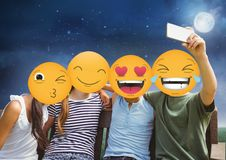 πρόσωπο emoji φίλων ελεύθερη απεικόνιση δικαιώματος