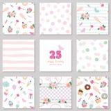 Πρότυπα γενεθλίων καθορισμένα Χαριτωμένα άνευ ραφής σχέδια με τα γλυκά και τα decotative στοιχεία Για τη ευχετήρια κάρτα, αφίσα,  Στοκ εικόνα με δικαίωμα ελεύθερης χρήσης