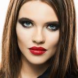Πρότυπα κόκκινα χείλια ομορφιάς Απομονωμένο στενό επάνω πρόσωπο Στοκ Φωτογραφία