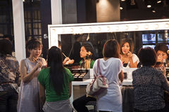 Πρότυπα σε μια παρουσίαση της καλλυντικής επιχείρησης AMWAY στη Μπανγκόκ Στοκ Φωτογραφίες