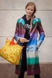 Πρότυπες εξωτερικές επιδείξεις μόδας του Marco de Vincenzo που χτίζουν για την εβδομάδα 2014 μόδας των γυναικών του Μιλάνου Στοκ φωτογραφίες με δικαίωμα ελεύθερης χρήσης