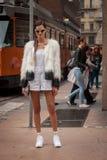 Πρότυπες εξωτερικές επιδείξεις μόδας του Marco de Vincenzo που χτίζουν για την εβδομάδα 2014 μόδας των γυναικών του Μιλάνου Στοκ Εικόνες