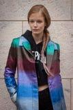 Πρότυπες εξωτερικές επιδείξεις μόδας του Marco de Vincenzo που χτίζουν για την εβδομάδα 2014 μόδας των γυναικών του Μιλάνου Στοκ εικόνα με δικαίωμα ελεύθερης χρήσης