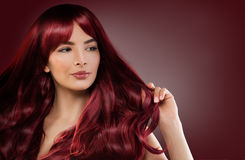 Πρότυπη γυναίκα μόδας με κόκκινο Hairstyle Redhead κορίτσι Στοκ Εικόνες