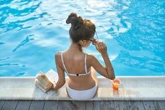 Πρότυπη κοντινή πισίνα υπαίθρια Στοκ Φωτογραφία