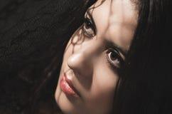 Πρότυπος πειραματισμός brunette Headshot με τις σκιές Στοκ φωτογραφία με δικαίωμα ελεύθερης χρήσης