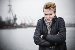Πρότυπος τύπος μόδας υπαίθρια Στοκ φωτογραφία με δικαίωμα ελεύθερης χρήσης