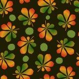 πρότυπο άνευ ραφής Μειωμένα φύλλα και φρούτα κάστανων σε ένα σκοτεινό υπόβαθρο Η προσέγγιση του φθινοπώρου απεικόνιση αποθεμάτων