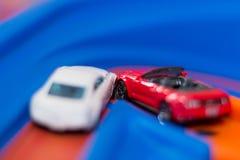 Πρότυπο ατύχημα αυτοκινήτων κλίμακας στο δρόμο τα αυτοκίνητα ασφάλτου φράσσουν την άνευ ραφής διανυσματική ταπετσαρία κυκλοφορίας Στοκ Φωτογραφία