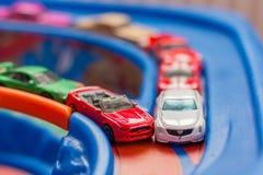 Πρότυπο ατύχημα αυτοκινήτων παιχνιδιών κλίμακας στο δρόμο κυκλοφορία ηλιθιότητα Στοκ Εικόνες