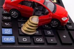 Πρότυπο αυτοκινήτων με τα νομίσματα Στοκ φωτογραφίες με δικαίωμα ελεύθερης χρήσης