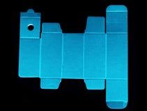 Πρότυπο γραμμών κύβων ενός μπλε κουτιού από χαρτόνι Στοκ φωτογραφία με δικαίωμα ελεύθερης χρήσης
