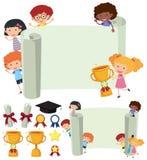 Πρότυπο εγγράφου με τα ευτυχή παιδιά και το τρόπαιο απεικόνιση αποθεμάτων