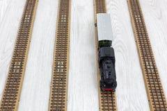 Πρότυπο ηλεκτρικό τραίνο στις ράγες στοκ εικόνα