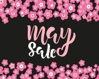 Πρότυπο ιπτάμενων πώλησης Μαΐου με τη χειρόγραφη εγγραφή με τα λουλούδια Αφίσα, κάρτα, ετικέτα, σχέδιο εμβλημάτων Φωτεινός και μο στοκ εικόνες