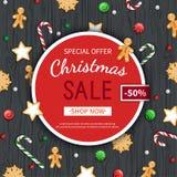 Πρότυπο ιπτάμενων πώλησης Χριστουγέννων Αφίσα, κάρτα, ετικέτα, υπόβαθρο, έμβλημα στο πλαίσιο κύκλων με τα γλυκά σε έναν ξύλινο μα Στοκ φωτογραφία με δικαίωμα ελεύθερης χρήσης