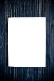 Πρότυπο κάλυψης περιοδικών στο μαύρο ξύλινο πίνακα Στοκ εικόνα με δικαίωμα ελεύθερης χρήσης