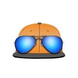 Πρότυπο καπέλων του μπέιζμπολ με τα γυαλιά ηλίου Στοκ φωτογραφίες με δικαίωμα ελεύθερης χρήσης