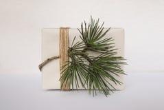 Πρότυπο κιβωτίων με το χριστουγεννιάτικο δέντρο Τυλιγμένο διακόσμηση δώρο με το σχοινί Στοκ εικόνα με δικαίωμα ελεύθερης χρήσης