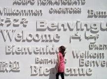 Πρότυπο: Κορίτσι και ευπρόσδεκτες λέξεις Στοκ Εικόνα