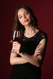 Πρότυπο με το κρασί και τα διασχισμένα όπλα κλείστε επάνω ανασκόπηση σκούρο κόκκιν&omi Στοκ Εικόνες