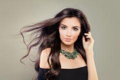Πρότυπο μόδας με τέλεια Hairstyle και Makeup Στοκ φωτογραφία με δικαίωμα ελεύθερης χρήσης