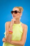 Πρότυπο μόδας στα γυαλιά ηλίου. Στοκ εικόνα με δικαίωμα ελεύθερης χρήσης