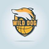 Πρότυπο λογότυπων καλαθοσφαίρισης με το άγριο σκυλί Στοκ εικόνες με δικαίωμα ελεύθερης χρήσης