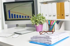 Πρότυπο παρουσίασης χώρου εργασίας, υπολογιστής γραφείου και γραφείο supp Στοκ Εικόνες