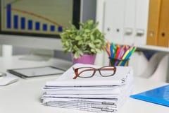 Πρότυπο παρουσίασης χώρου εργασίας, υπολογιστής γραφείου και γραφείο supp Στοκ Εικόνα