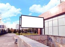 Πρότυπο πινάκων διαφημίσεων εμβλημάτων για τη διαφήμιση στην πόλη στοκ εικόνες με δικαίωμα ελεύθερης χρήσης