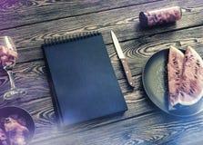 Πρότυπο πινάκων κιμωλίας στο γραφείο με το καρπούζι Τοπ όψη Στοκ φωτογραφία με δικαίωμα ελεύθερης χρήσης