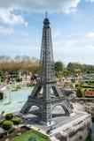 Πρότυπο πύργων LEGO του Άιφελ που επιδεικνύεται σε Legoland Windsor miniland Στοκ Εικόνα