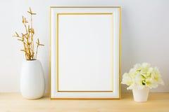 Πρότυπο πλαισίων με άσπρο flowerpot στοκ φωτογραφία με δικαίωμα ελεύθερης χρήσης