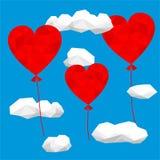 Πρότυπο σχεδίου καρτών ημέρας βαλεντίνων ` s Χαμηλές πολυ καρδιές με τα διαμορφωμένα μπαλόνια Μπλε ουρανός και polygonal σύννεφα Στοκ εικόνες με δικαίωμα ελεύθερης χρήσης