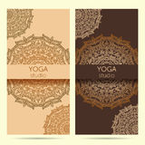 Πρότυπο σχεδίου για το στούντιο γιόγκας με το υπόβαθρο διακοσμήσεων mandala Στοκ Φωτογραφίες