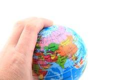 Πρότυπο της γης στο ανθρώπινο χέρι Στοκ φωτογραφία με δικαίωμα ελεύθερης χρήσης