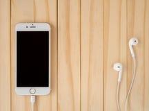 Πρότυπο της Apple iPhone7 και πρότυπο της Apple EarPods Στοκ Εικόνα