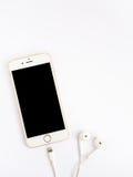 Πρότυπο της Apple iPhone7 και πρότυπο της Apple EarPods Στοκ εικόνες με δικαίωμα ελεύθερης χρήσης