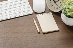 Πρότυπο του άσπρου πληκτρολογίου, ποντίκι, κενό σημειωματάριο, μολύβι, CL συναγερμών Στοκ φωτογραφία με δικαίωμα ελεύθερης χρήσης