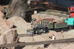Πρότυπο τραίνο παιχνιδιών υπαίθρια Στοκ Εικόνες