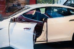Πρότυπο S ηλεκτρικό αυτοκίνητο μηδενικά τέσλα εκπομπές Στοκ Φωτογραφία