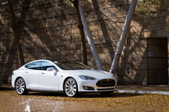Πρότυπο S ηλεκτρονικό αυτοκίνητο τέσλα στοκ φωτογραφίες με δικαίωμα ελεύθερης χρήσης