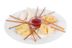 Πρόχειρο φαγητό, απεριτίφ πριν από το απομονωμένο τρόφιμα λευκό οινοπνεύματος Στοκ εικόνα με δικαίωμα ελεύθερης χρήσης